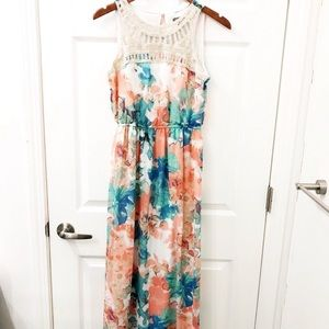 Lily Rose beautiful floral dress size Medium